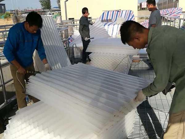 蜂窝斜管填料的沉淀效果一方面取决于其材质,另一方面就取决于安装